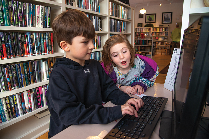 children look at computer at winhall memorial library